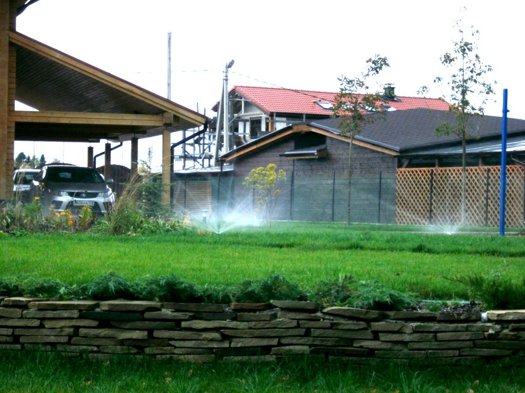 Автоматический полив на загородном участке