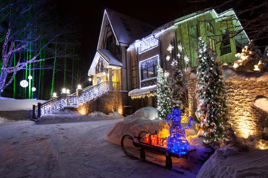 Новогоднее освещение фасадов
